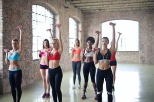 Différentes tenues de fitness pour femmes